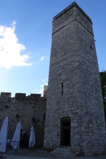 Wieża Kapitańska z placu 5ciu studni